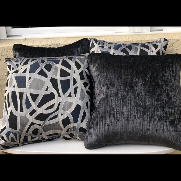 Other - 4 Pillows New Without Tag